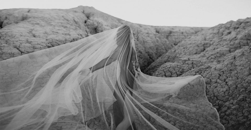 womens-modeling-modelling-photomodel-fashionphotographer-fashionshoot-fashionmodel-fashionoftheday-fashionlover-fashionlove-fashiongirl-photoshooting-photosession-girl-with-veil-in-desert-dawn-black-and-white